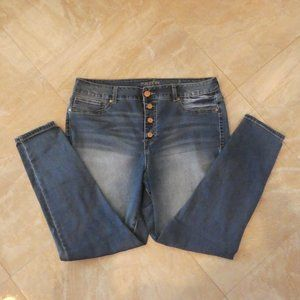 EUC Maurices High Rise Button Fly Skinny Jeans